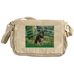 Bridge-Aussie Shep - Tri (L) Messenger Bag