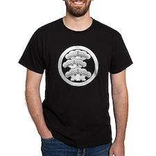 Three-tiered pine L in circle T-Shirt