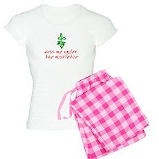 Kiss me under the mistletoe Womens Light Pajamas