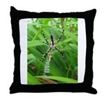 .garden spider. Throw Pillow