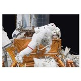Astronaut working on the Hubble Space Telescope du
