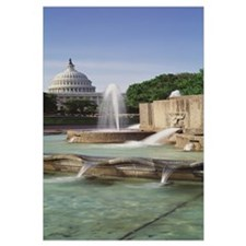 Water fountain in front of the US Capitol Building