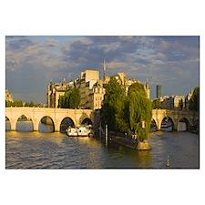 Arch bridge over a river Pont Neuf Seine River Isl