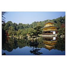 Reflection of a temple in a pond, Kinkaku-Ji Templ