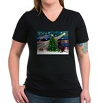 Xmas Magic & Choc Lab Women's V-Neck Dark T-Shirt