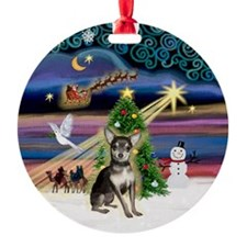 Xmas Magic Chihuahua (Blue-Tan) Ornament (Round)
