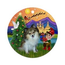 Xmas Fantasy with a Parti Pom Ornament (Round)
