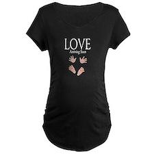 Love Arriving Soon Maternity Design T-Shirt