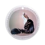Maine Coon with Doilie Ornament (Round)