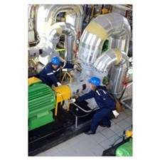 Gas compressor servicing