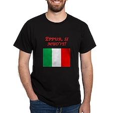 Italian Proverb It Moves T-Shirt