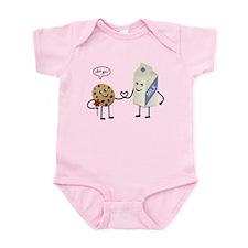 Cute Couple Showing Love Infant Bodysuit
